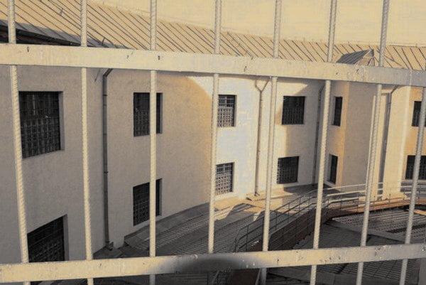 CEDO somează România să rezolve în șase luni problema din închisori