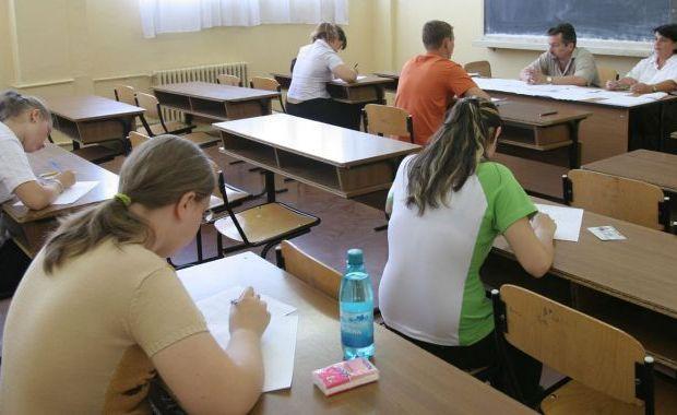 Peste 39.000 de elevi au susținut luni, la BAC, proba scrisă la limba română