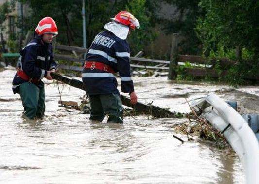 Cod galben de ploi în 29 de județe și București. 3000 de pompieri sunt pregătiți să intervină