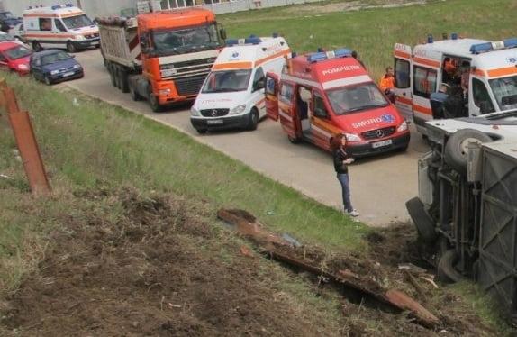 Autocar cu 35 de pasageri, răsturnat la Bistricoara în judeţul Neamţ