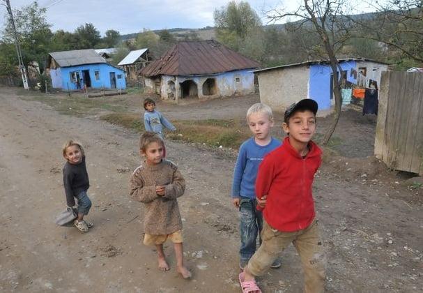 Jumătate din populaţia României este afectată de sărăcie. În mediul rural 54% din localnici nu au ocupație