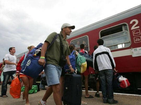 Patru trenuri de călători blocate, după ce un marfar a deraiat la Izvorul Mureşului
