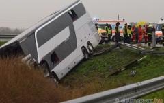 Autocar cu 32 de români, răsturnat în localitatea ungară Mako