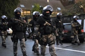 asalt forte ordine franta paris - teroristi