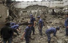 19 români se află în Nepal, statul lovit de un cutremur devastator