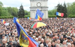 Protest masiv la Chișinău din cauza jafului de un miliard de dolari comis de guvernanți