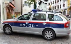 Român reținut în Austria după ce a fost prins că transporta cu un camion, 26 de refugiați