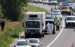 Românii sunt arestați pe capete în Austria și Ungaria pentru că transportă ilegal refugiați