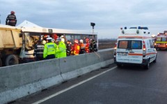 Măcel pe DN1 la Strejnic. 5 morți și 28 de răniți după ce o autobasculantă a intrat într-un microbuz