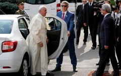 FABULOS | Dacia Logan a devenit mașina oficială a Papei Francisc  – VIDEO