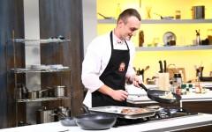 "Un bucătar instruit la școala lui Gordon Ramsay vine la ""Chefi la cuțite"""