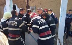 Copilul de doi ani, căzut în fântână, salvat după 7 ore de intervenții dramatice ale pompierilor