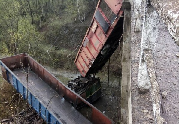 vagoane cazute in rapa