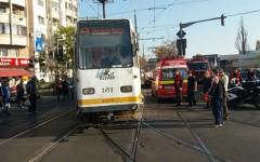 Două tramvaie s-au ciocnit într-o intersecţie pe Calea 13 septembrie din Bucureşti